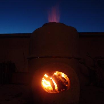 Four à céramique à bois en terre crue en cuisson