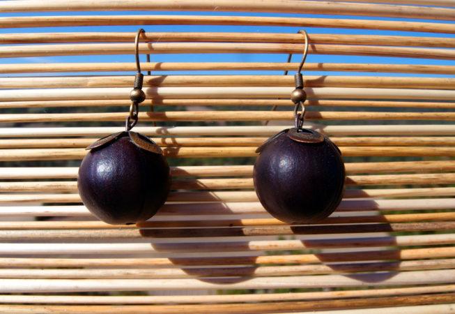 Boucles d'oreilles en graines de mirobolant