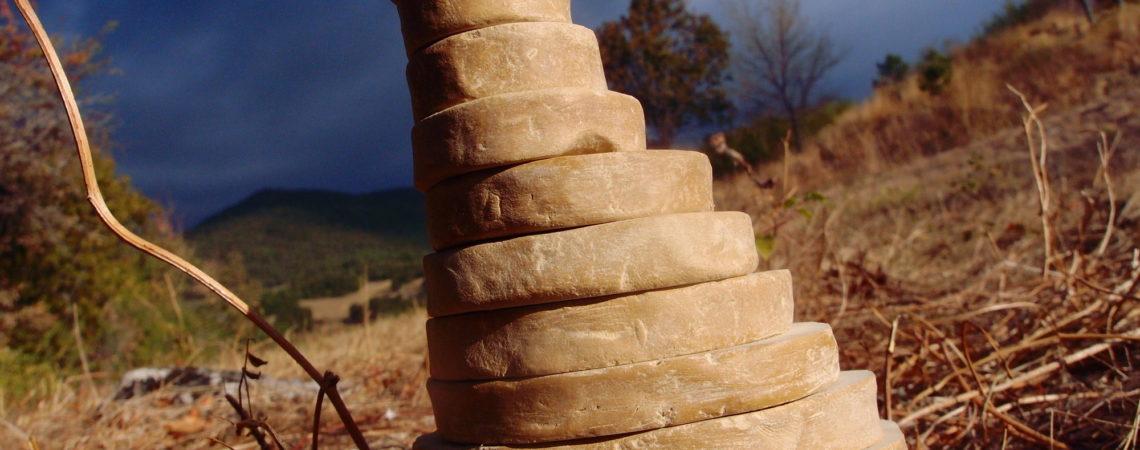 Pyramide de disques de terre crue