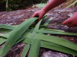 Vannerie en nappe en feuilles d'iris vertes