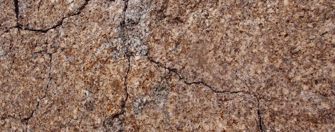 Fractures ou diaclases dans du granite