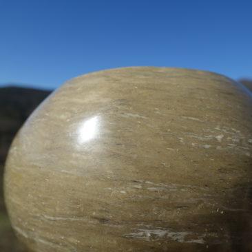 Rendu brillant de la poterie sèche polie au galet
