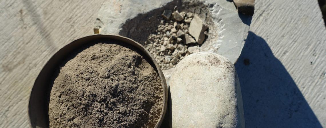 Chamotte (terre cuite en poudre) préparée au mortier