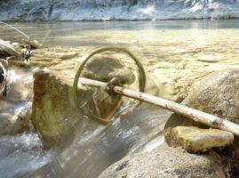 roue de moulin tournant dans la rivière Gervanne