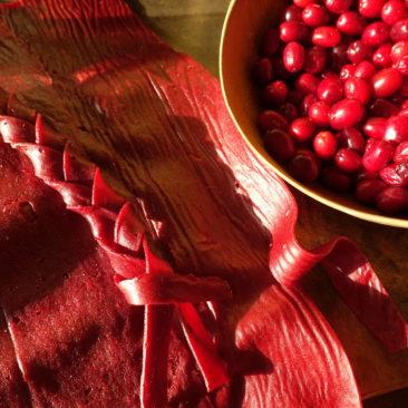 Cuir de fruit à la cornouille découpé et tressé