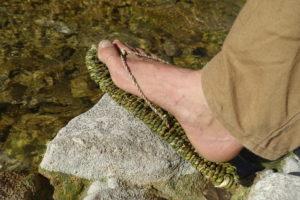 Sandale en feuilles de yucca tressées