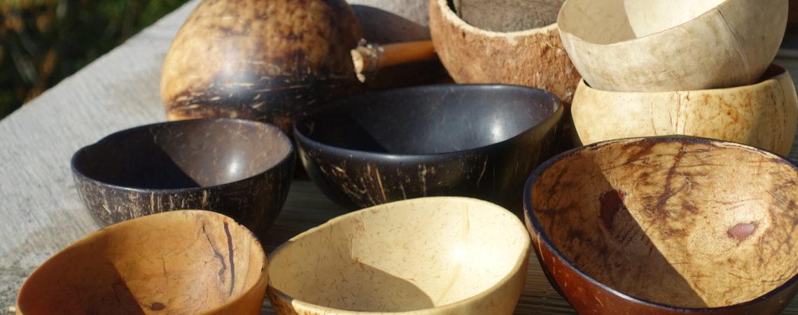 Collection de bols et récipients en noix de coco