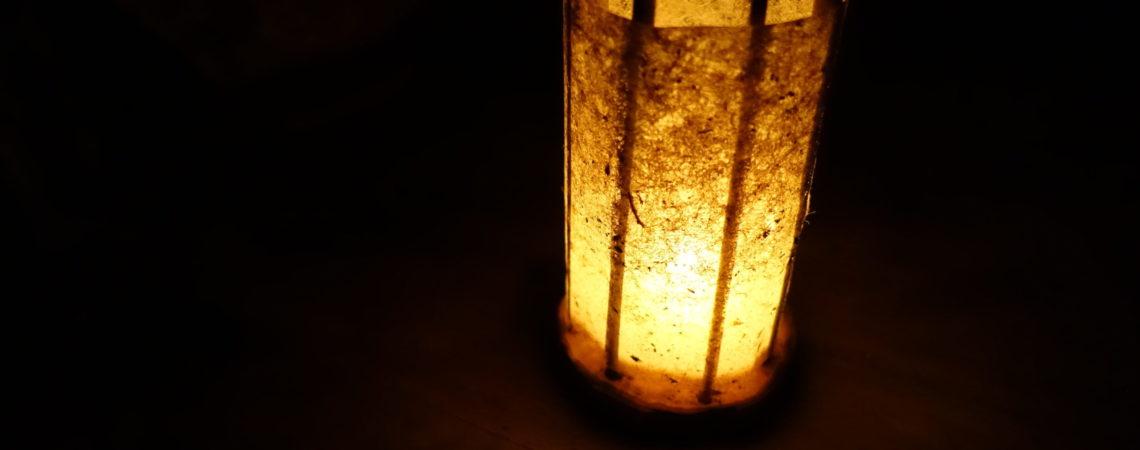 Lanterne en bois d'aubépine, paille et papier d'algues