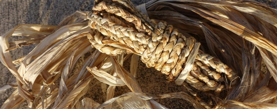 Tresse à 3 brins réalisée en feuilles d'iris