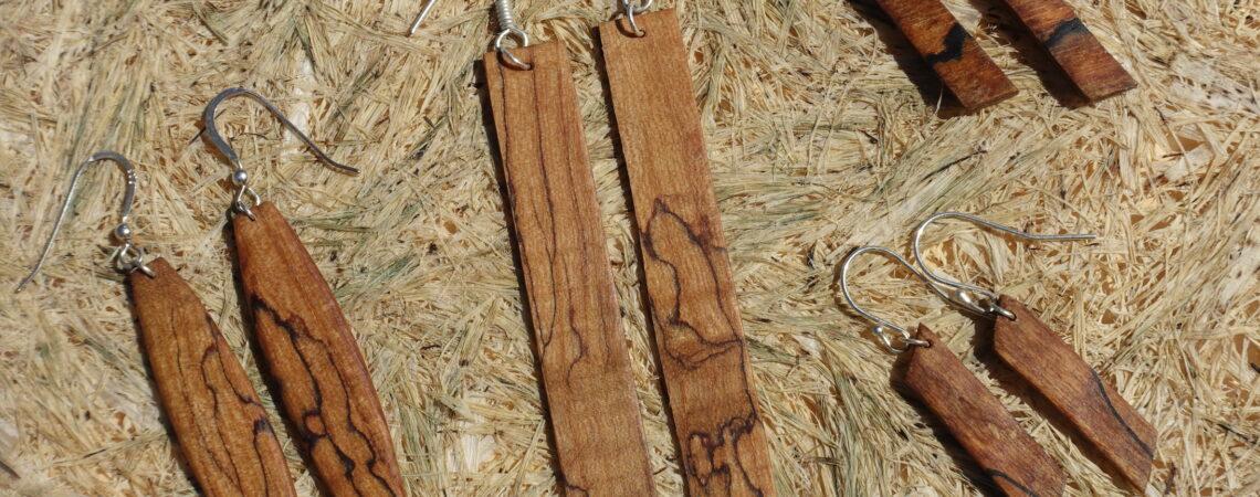 Paires de boucles d'oreilles en bois de noyer