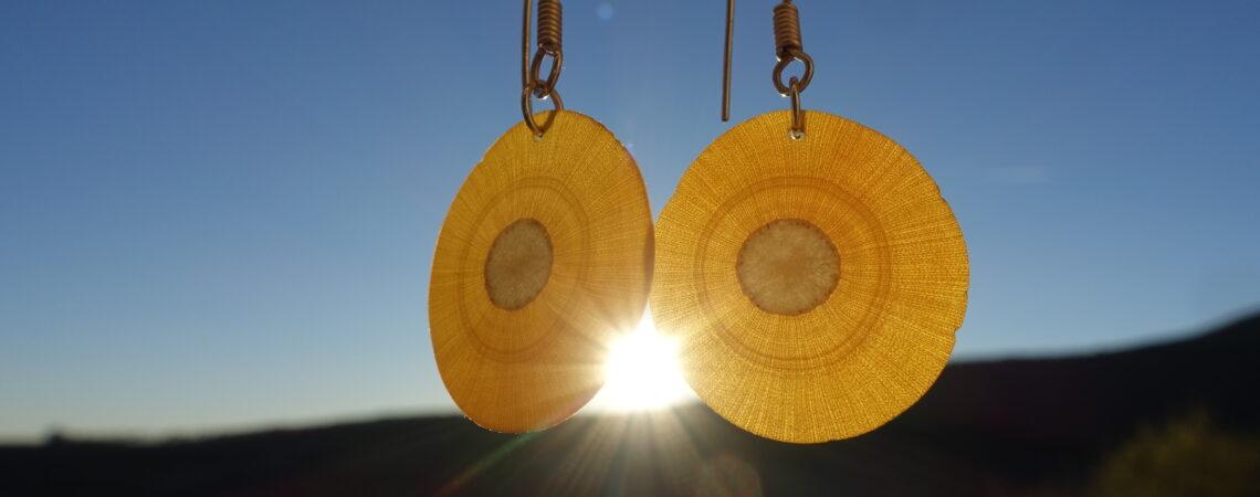Boucles d'oreilles translucides en bois de sureau
