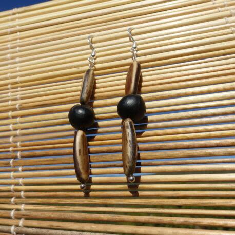 Boucles d'oreille en graines de flamboyant et savonnette